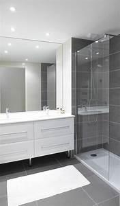 les 25 meilleures idees de la categorie salles de bains With salle de bain carrelage gris et blanc