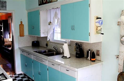 turquoise kitchen canisters retro kitchens that spice up your home2014 interior design