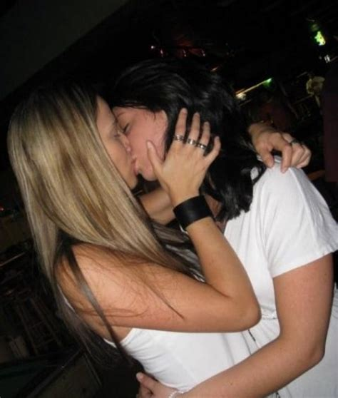 Hot Girls Making Out Tongues