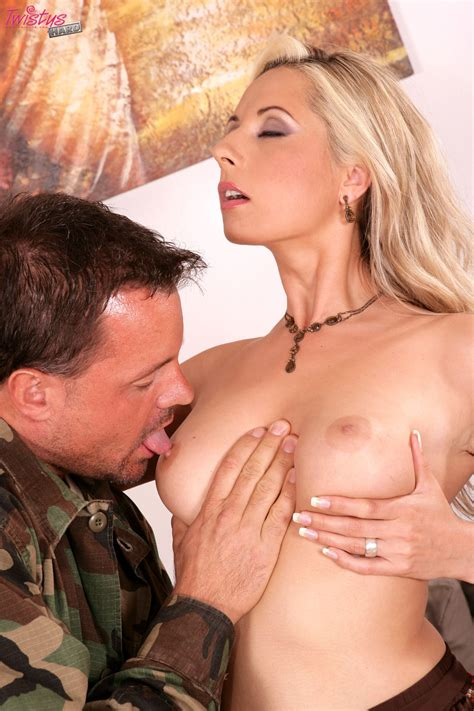 Daria Glower Fucking The Army Guy Suzis Porn
