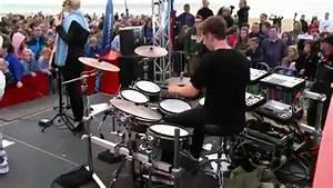 Clean Bandit - Extraordinary (live bij Q) - YouTube