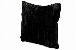 Housse Coussin Fourrure : housse de coussin fourrure noire cocoon 40x40 cm coussins pas cher ~ Teatrodelosmanantiales.com Idées de Décoration