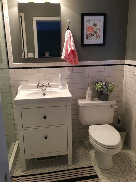 Small Bathroom Sinks With Storage by Pin By Colleen Barata On Badkamers