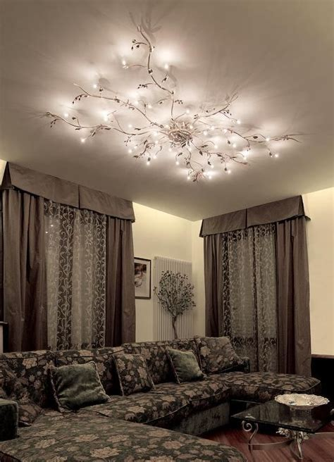 Mesmerize Your Guests With These Gold Contemporary Style