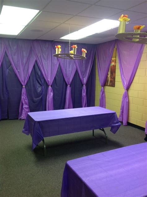 Decorating Ideas Using Plastic Tablecloths by Decorating Wall Space With Plastic Table Cloths Has A