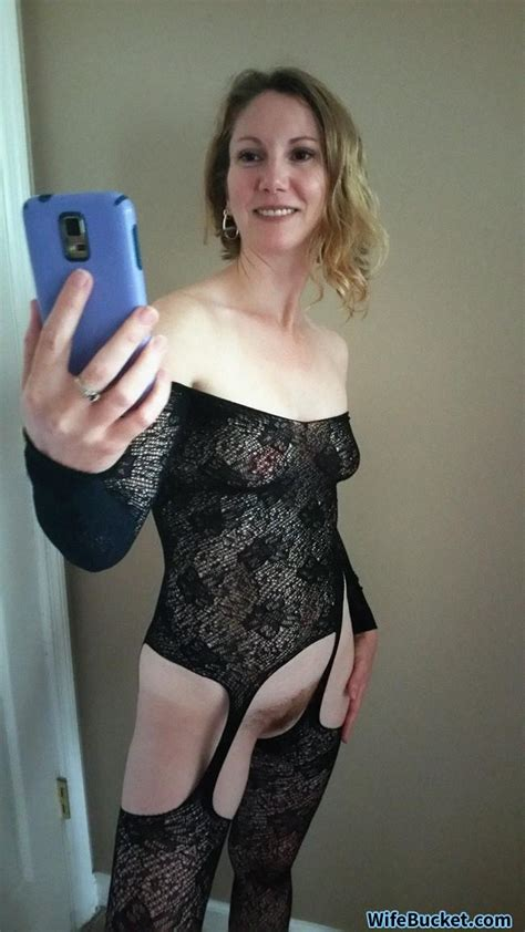 Wifebucket Selfies And Home Porn From A Real Milf