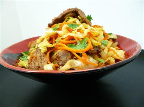 cuisiner chou pointu wok de chou pointu la recette facile par toqués 2 cuisine