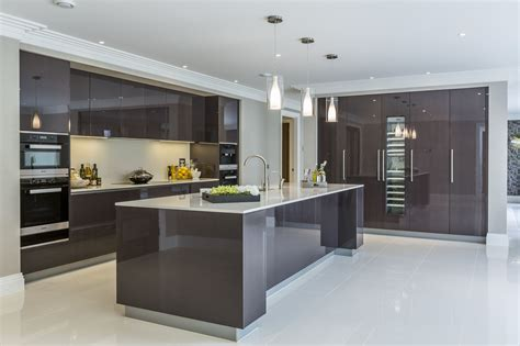 Contemporary Kitchen Interiors by Contemporary Minimal High Gloss Kitchen Design In