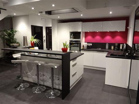 cuisine moderne ilot central cuisine moderne avec grand ilot central dans un loft of