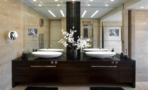 Master Bathroom Vanity With Makeup Area by 5 Bathrooms For Two With Large Mirrors