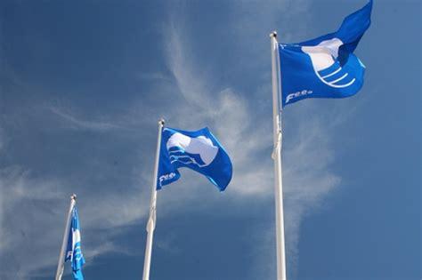 Zilais karogs plīvos trijās jahtu ostās