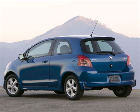 Toyota Yaris Backgrounds by Toyota Yaris S Sedan Hatchback Liftback Free