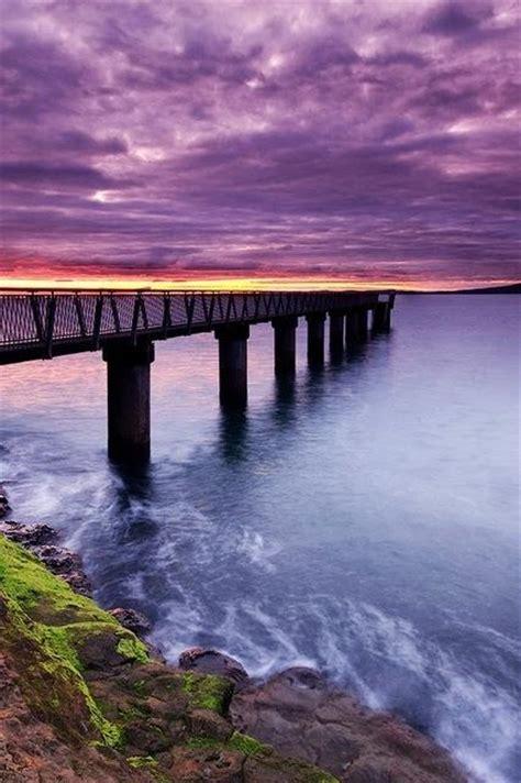 paesaggio passerella sul mare al tramonto natura