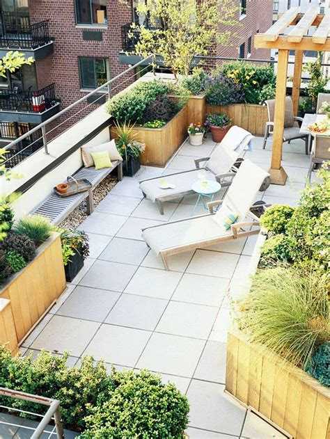 what s the difference between a balcony and a terrace