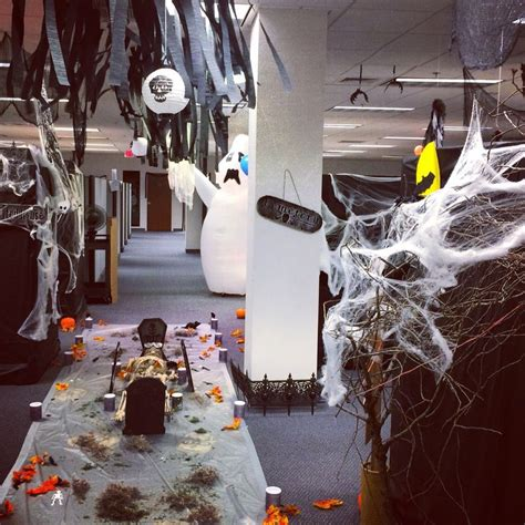 Scary Cubicle Decorating Ideas by 25 Best Ideas About Cubicle On