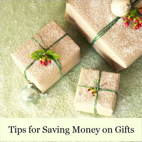 tips for saving money on holiday gift purchases