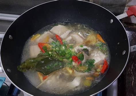 Lumuri dengan air perasan jeruk dan garam secukupnya. Resep Sop ikan bening (gurame) oleh diah pakki - Cookpad