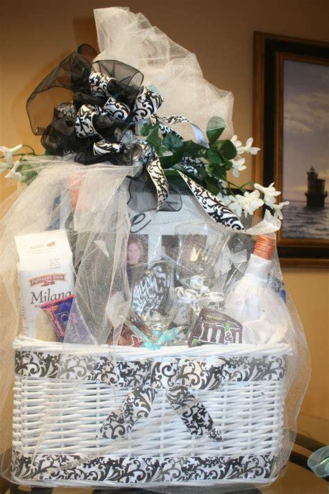 wedding shower gift basket ideas the 25 best bridal gift baskets ideas on