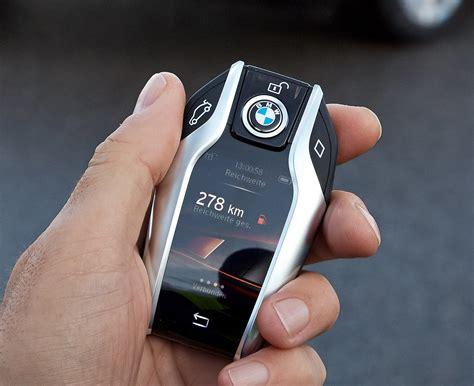 bmw  series   super cool key fob   digital display   parks  car