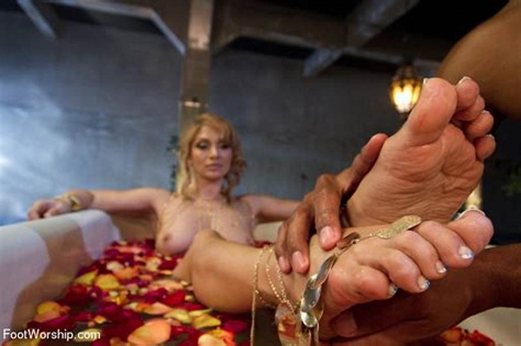 #Exotic #Goddess #Lea #Lexis #Demands #Extremely #Foot #Worship