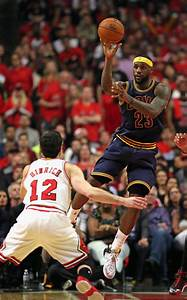 LeBron James and Kirk Hinrich Photos Photos - Zimbio