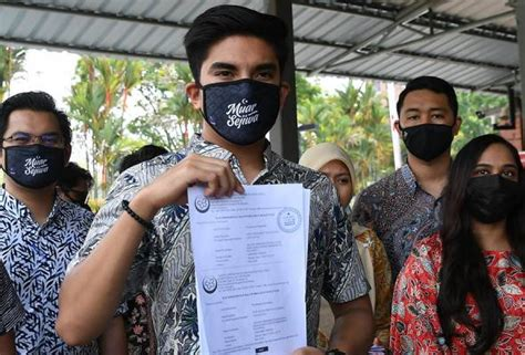 Syed saddiq also refuted bfm presenter wong shou ning's suggestion that the leadership of muda was too urbane to appeal to rural voters. Syed Saddiq submits Muda registration to RoS   Astro Awani