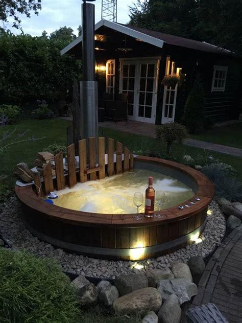 Whirlpool Im Garten Einlassen by Im Garten Modernen Garten Mit Einem