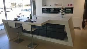 finest ilot de cuisine en en rsine de synthse krion With meuble ilot central cuisine 14 plan de travail pour bar de cuisine pied de table lot de