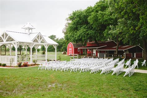 outdoor wedding venue  barn  waxahachie texas
