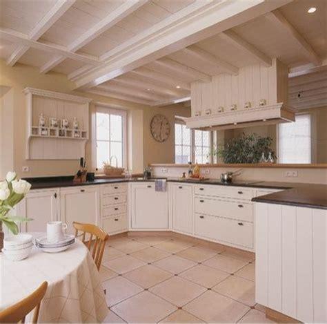 lambris plafond cuisine déco cuisine avec lambris