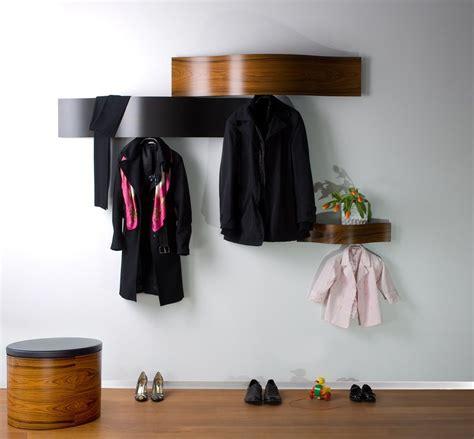 FEIDI radītas priekšnama mēbeles, kas sastāv no lielā ...