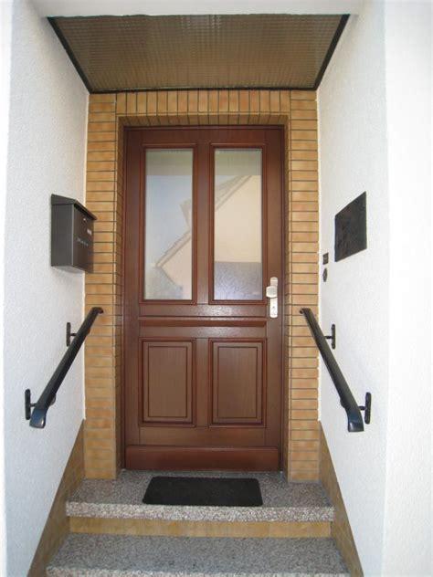 Inneneinrichtung Individuelle Haustueren Aus Holz by Haust 252 R Aus Holz Sicherheitspaket Glaseinsatz