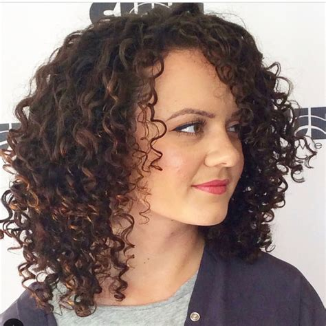 25 Best Shoulder Length Curly Hair Cuts & Styles in 2020