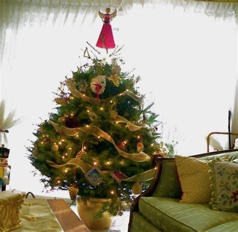 creative ideas  space saving christmas trees   home