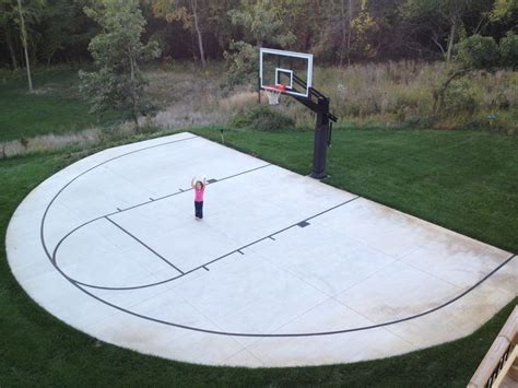 Half Court Basketball Dimensions For A Backyard by 25 Best Backyard Basketball Court Ideas On