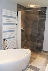 Baignoire Douche Italienne : grand salle de bain moderne avec douche italienne angle rideau galbobain salle de bain et ~ Melissatoandfro.com Idées de Décoration