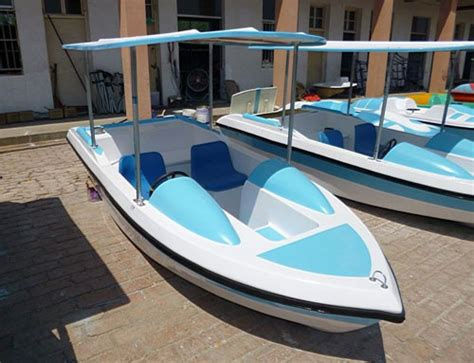Five Person Boat by The Advantages Of Five Person Paddle Boats The Buddy