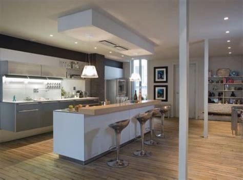 deco maison cuisine ouverte cuisine ouverte avec un mur au plafond pour délimiter l