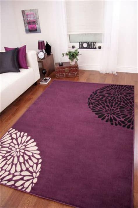 linge de maison tapis de salon moderne violet noir et
