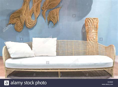 rattan sofa entspannen im wohnzimmer stockfoto bild