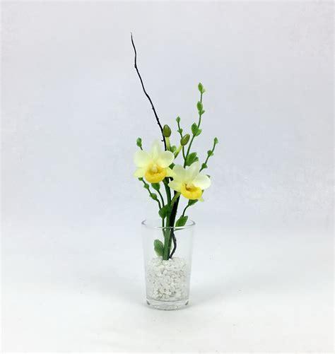 แจกันดอกไม้ประดิษฐ์ขนาดเล็ก ดอกกล้วยไม้สีเหลืองพร้อมแจกัน ...