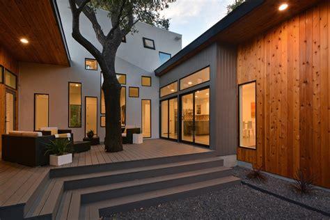 U Shaped Home Designs : Bold And Modern U-shaped Courtyard House Designed Around