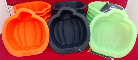 wsmpmpk wilton silicone  pack mini pumpkin molds