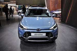 Hyundai I20 2016 : 2016 hyundai i20 active gallery 647419 top speed ~ Medecine-chirurgie-esthetiques.com Avis de Voitures