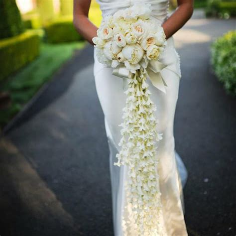 10 Unique Bridal Bouquets To Inspire Your Big Day Flare