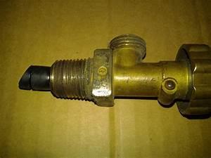 Bouteille Avec Robinet : d monter une bouteille de gaz sans rien couper le blog du plombier ~ Teatrodelosmanantiales.com Idées de Décoration