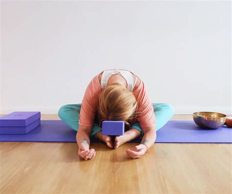 Yin yoga, also referred to as daoist yoga, involves sequences that go deep into the body's tissues. Yin Yoga Teacher Training | Yoga With Louise