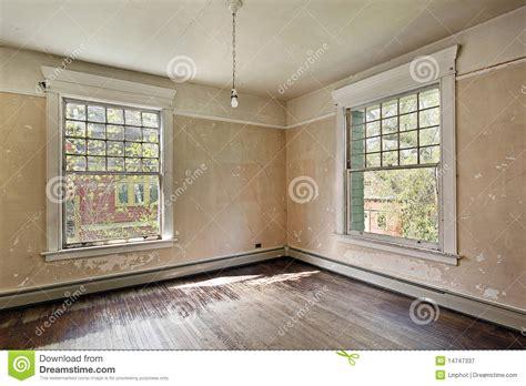 photographie à la chambre chambre à coucher dans la vieille maison abandonnée