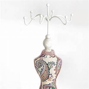 Porte Bijoux Mannequin : porte bijoux colliers bracelets grande poup e mannequin tissu rose ~ Teatrodelosmanantiales.com Idées de Décoration