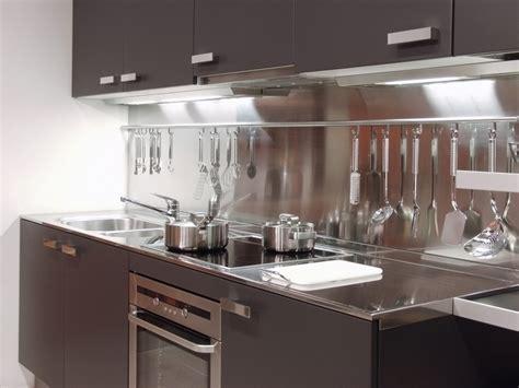 ustensils cuisine cuisine moderne et décoration tendance construire ma maison